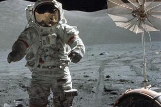 Sprong op de maan (HAVO, 2012-1, opg 1)