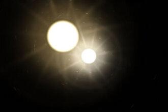 Nieuw licht aan de nachtelijke hemel door ontploffende sterren