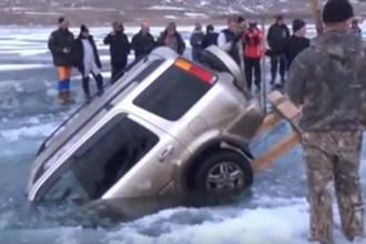 Auto uit het ijs (HAVO examen, 2018-1, opg 5)