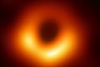 Eerste foto zwart gat ontrafeld (1)