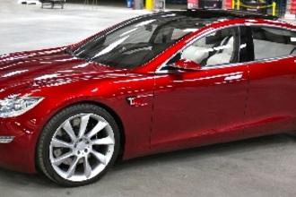Tesla wil scherpere bochten maken met AutoPilot